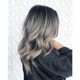 Как да получите перфектна сива блондинка